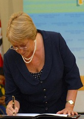 bachellet   firmando